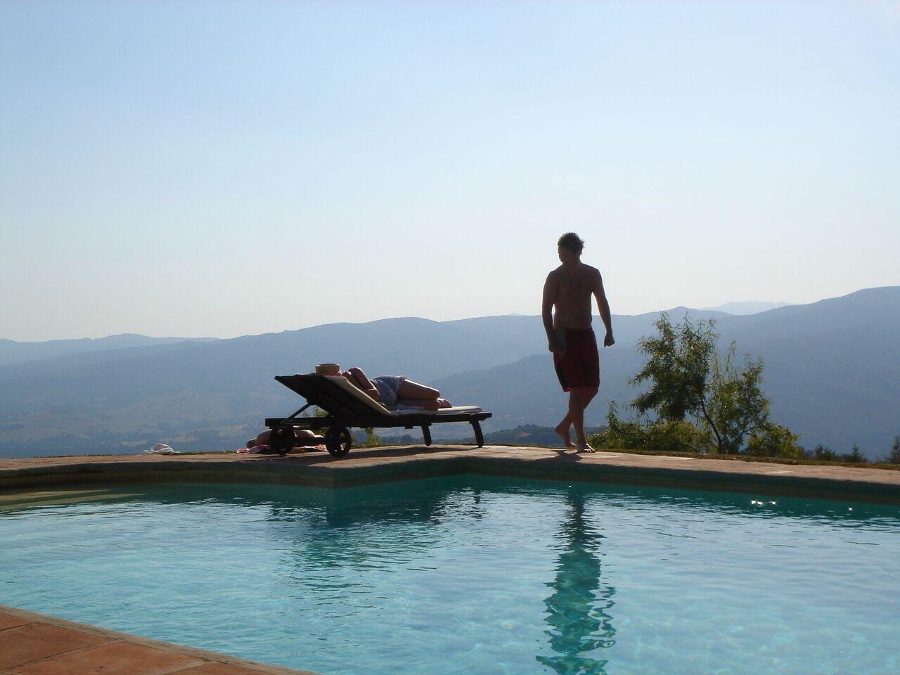 Almuna Swimming Pool